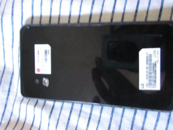 背部标签上表明设备的编号为E960