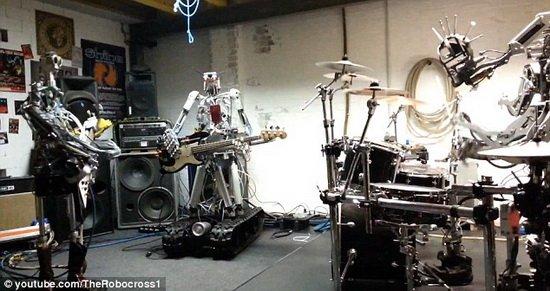 澳洲机器人组建摇滚乐队 演绎重金属音乐高潮